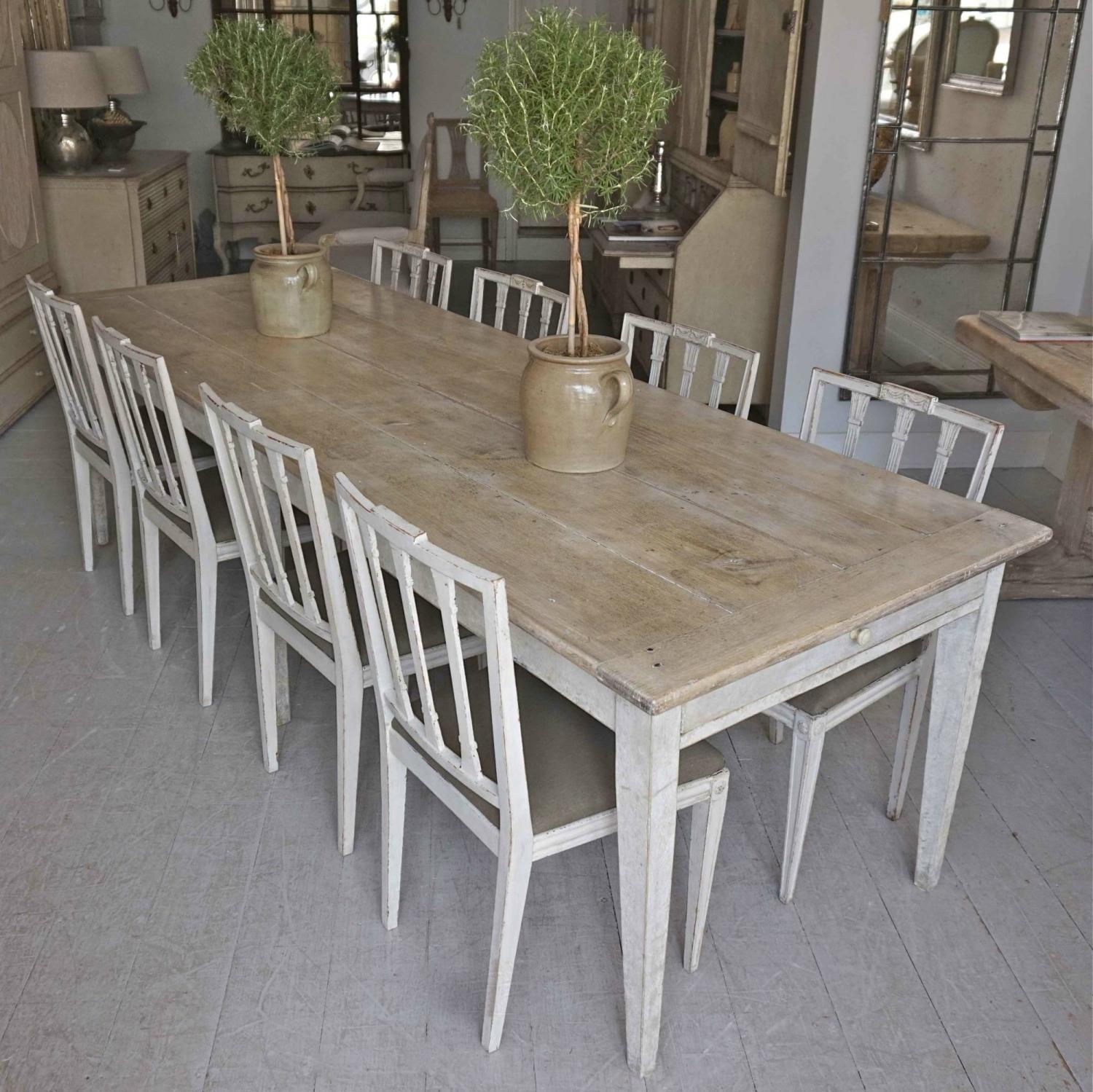 WONDERFUL 19TH CENTURY FRENCH OAK DINING TABLE