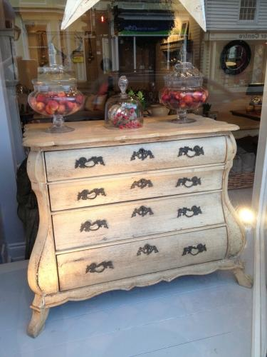 19TH CENTURY DUTCH OAK BOMBE CHEST
