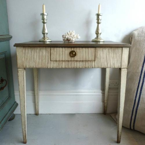 19TH CENTURY SWEDISH GUSTAVIAN STYLE SIDE TABLE