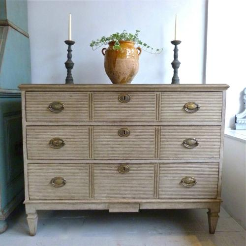 SWEDISH GUSTAVIAN STYLE CHEST OF DRAWERS