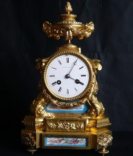 19TH CENTURY FRENCH ORMOLU MANTLE CLOCK
