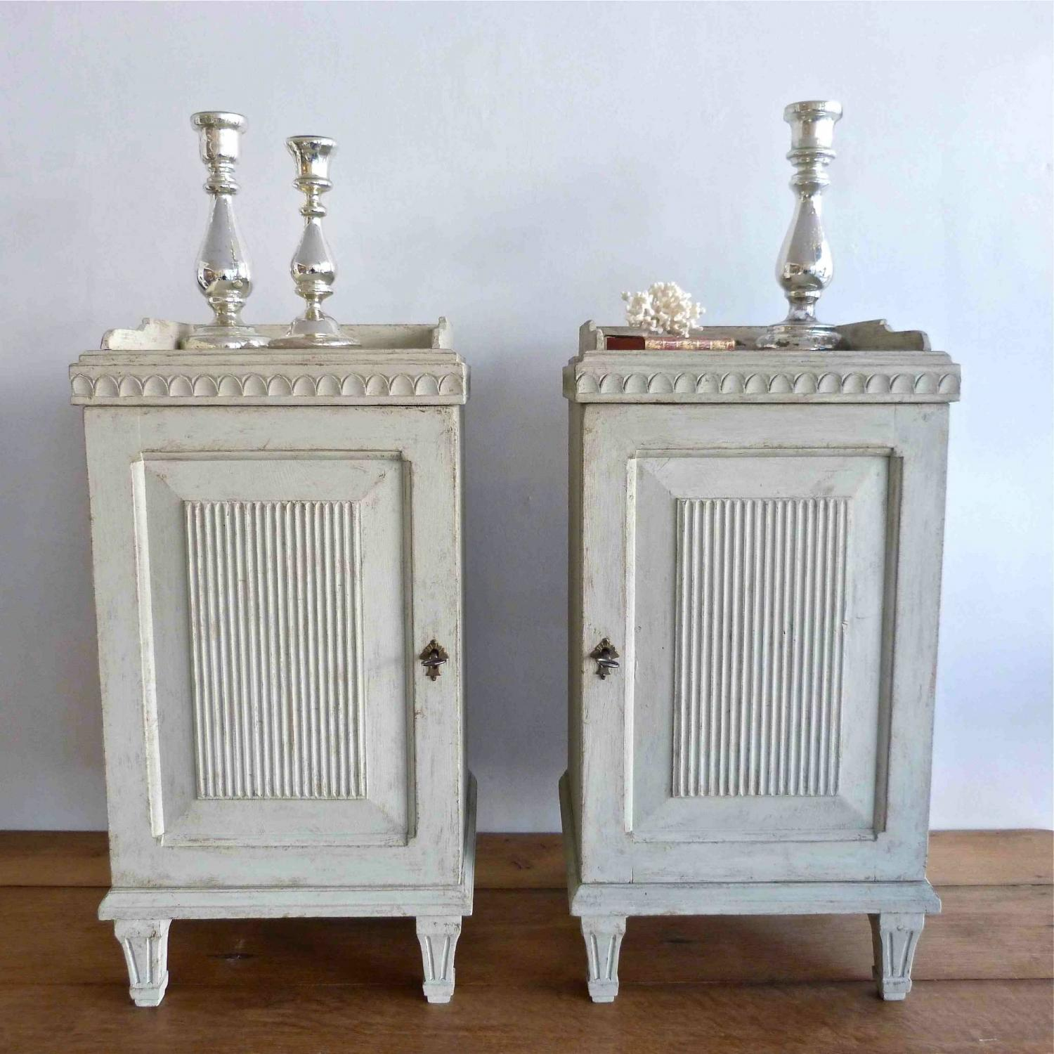 Beau A PAIR OF SWEDISH GUSTAVIAN STYLE BEDSIDE CABINETS   Picture 1 ...