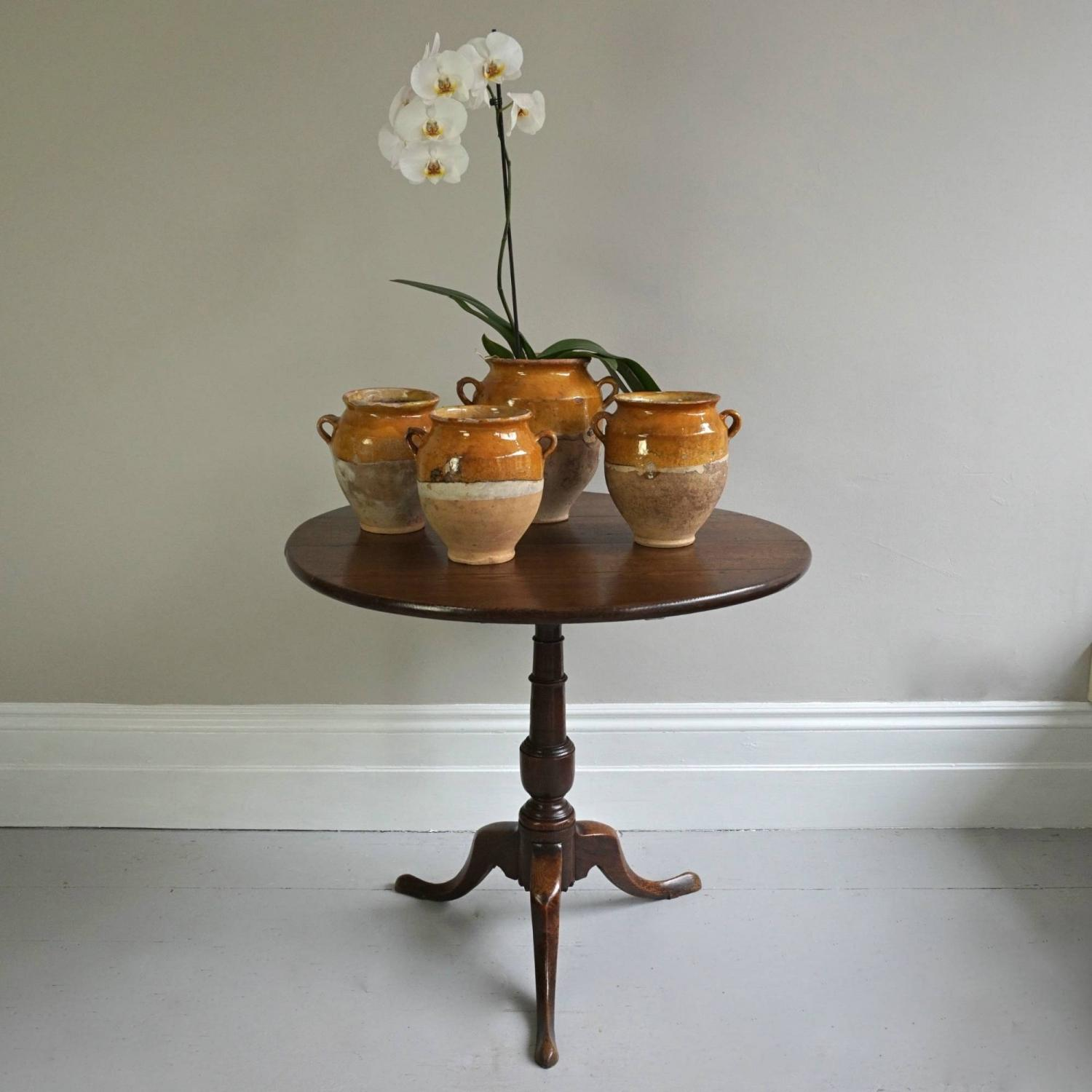 18TH CENTURY GEORGIAN TILT TOP OCCASIONAL TABLE