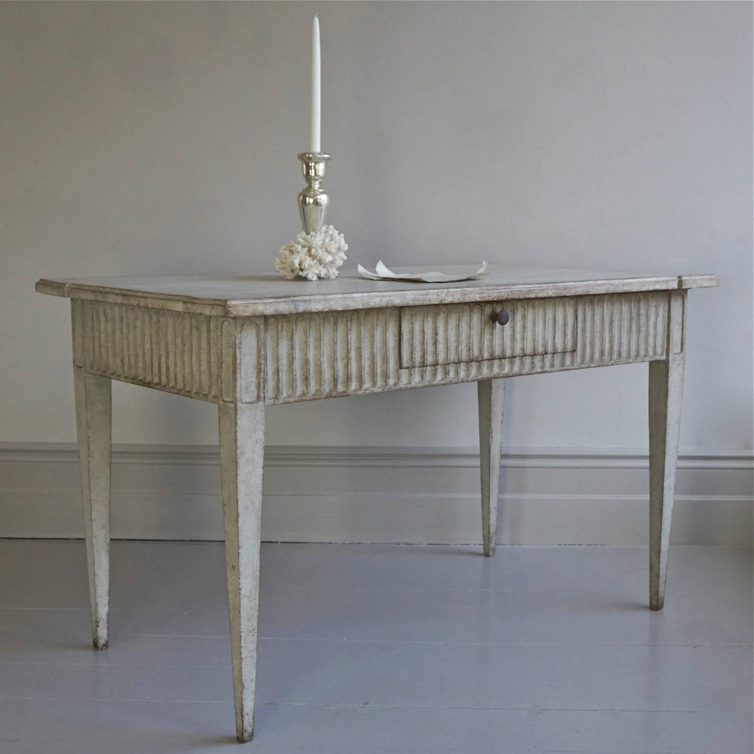 BEAUTIFUL RICHLY CARVED GUSTAVIAN STYLE TABLE OR DESK