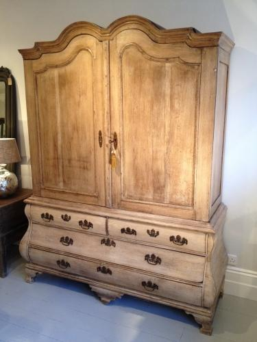18TH CENTURY DUTCH OAK LINEN PRESS