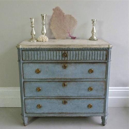 FINELY CARVED SWEDISH GUSTAVIAN STYLE CHEST