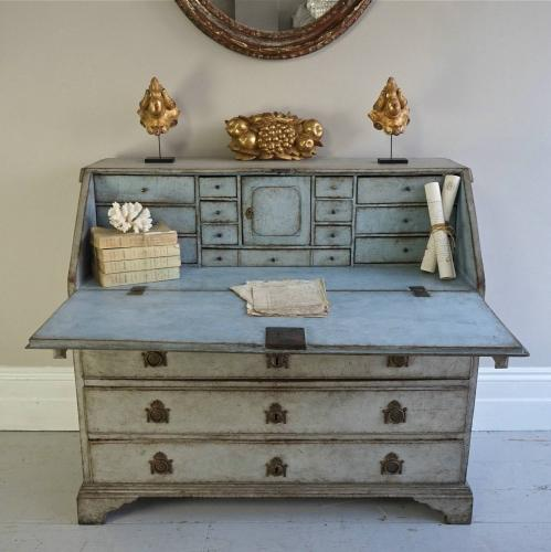WONDERFUL 18TH CENTURY SWEDISH GUSTAVIAN BUREAU