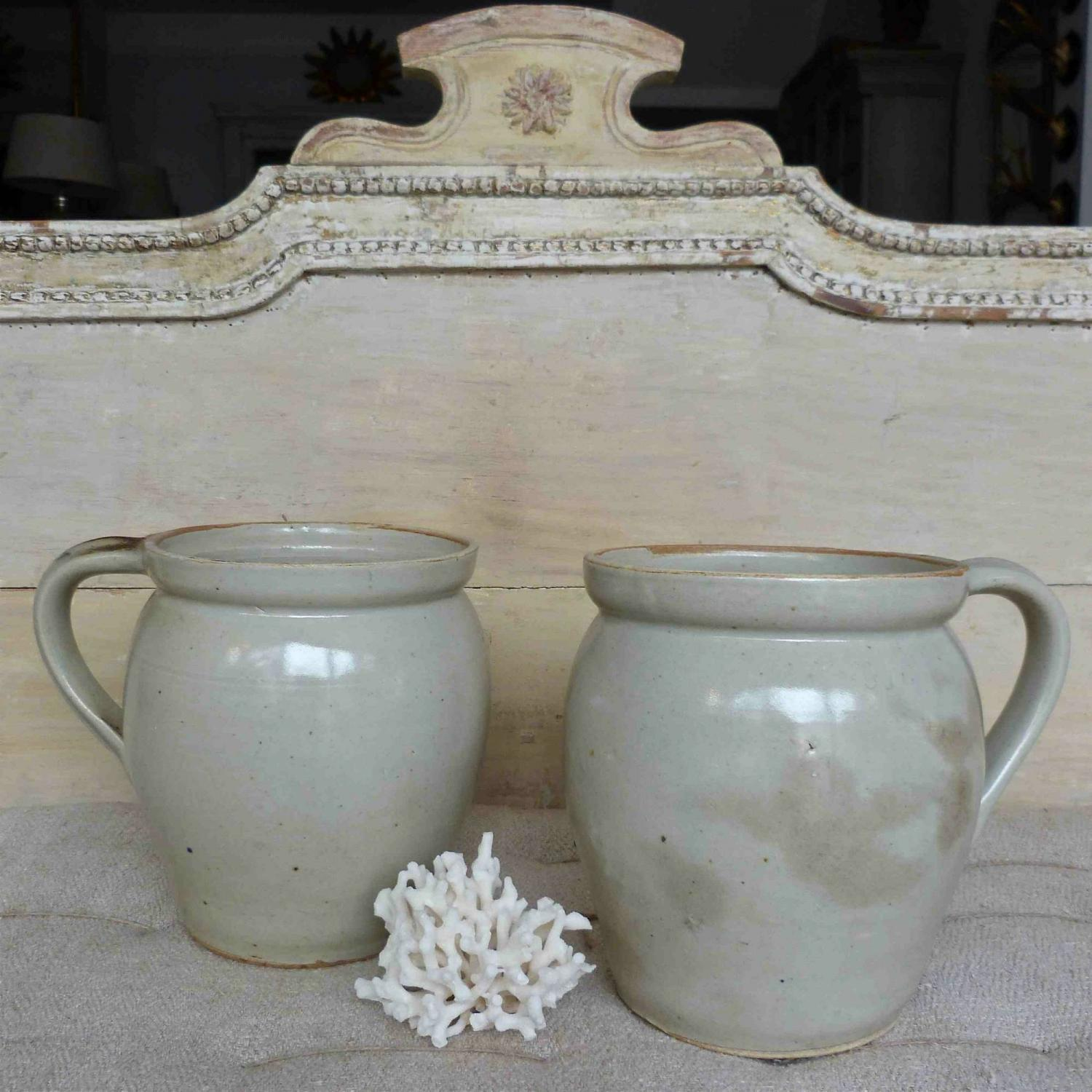PAIR OF LARGE BURGUNDY POTS WITH LARGE SINGLE HANDLE