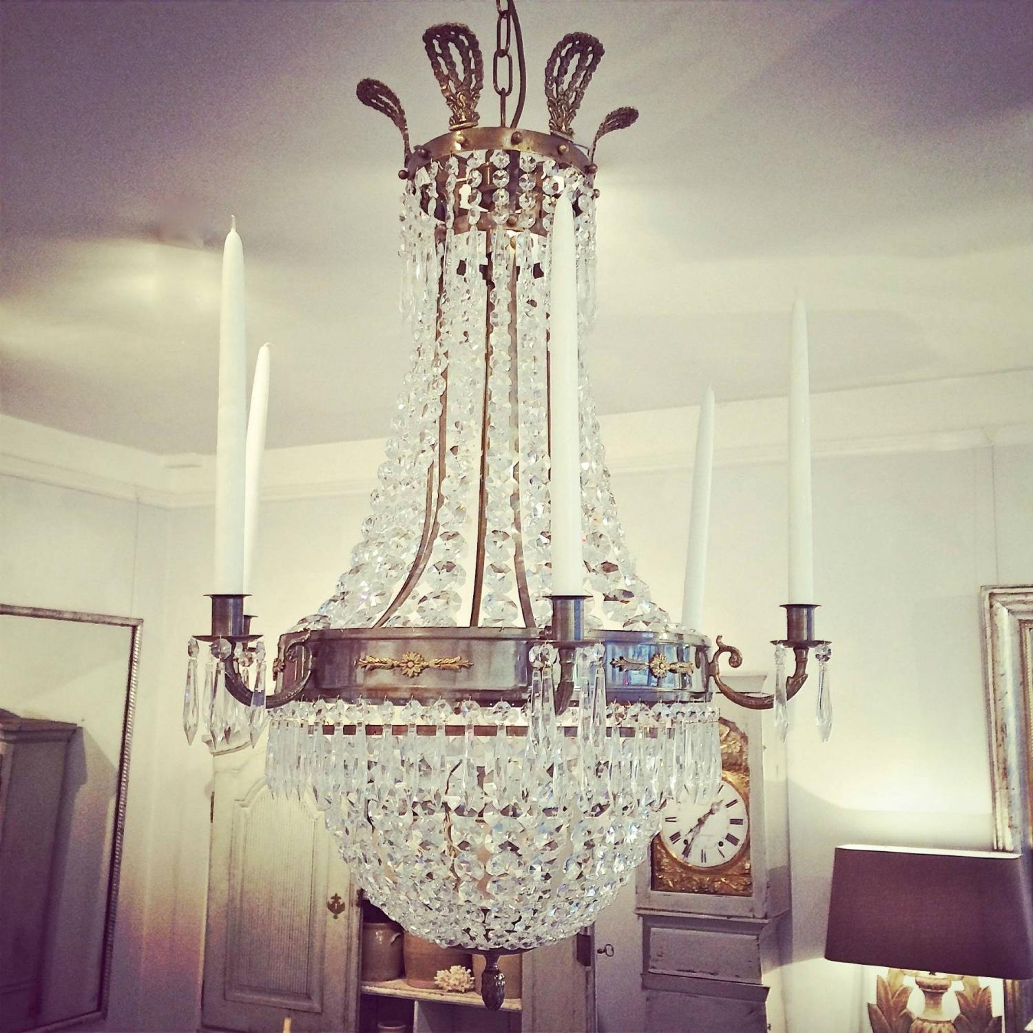 LARGE SWEDISH EMPIRE STYLE CHANDELIER IN ANTIQUE BRASS