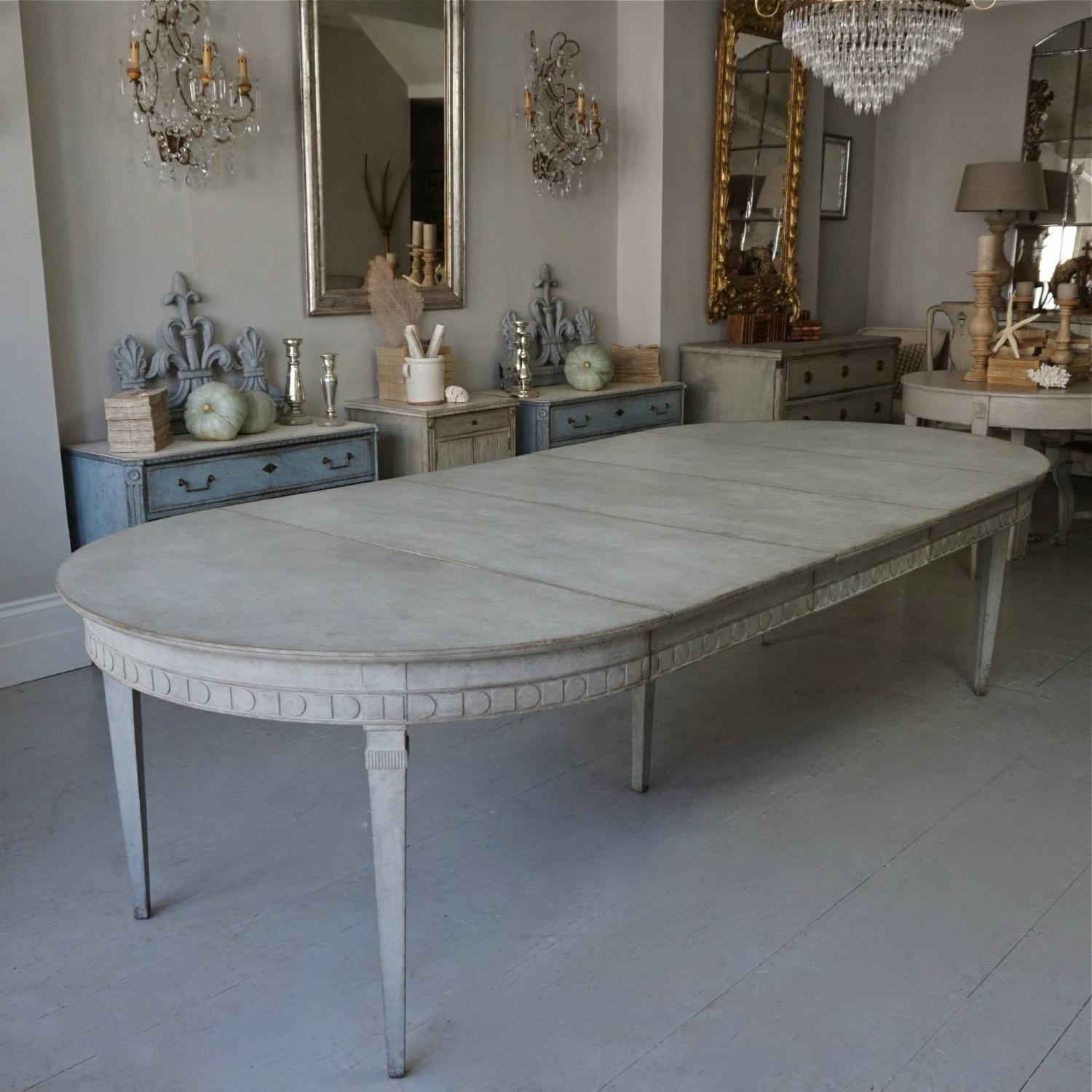 SUPERB QUALITY GUSTAVIAN STYLE EXTENSION TABLE