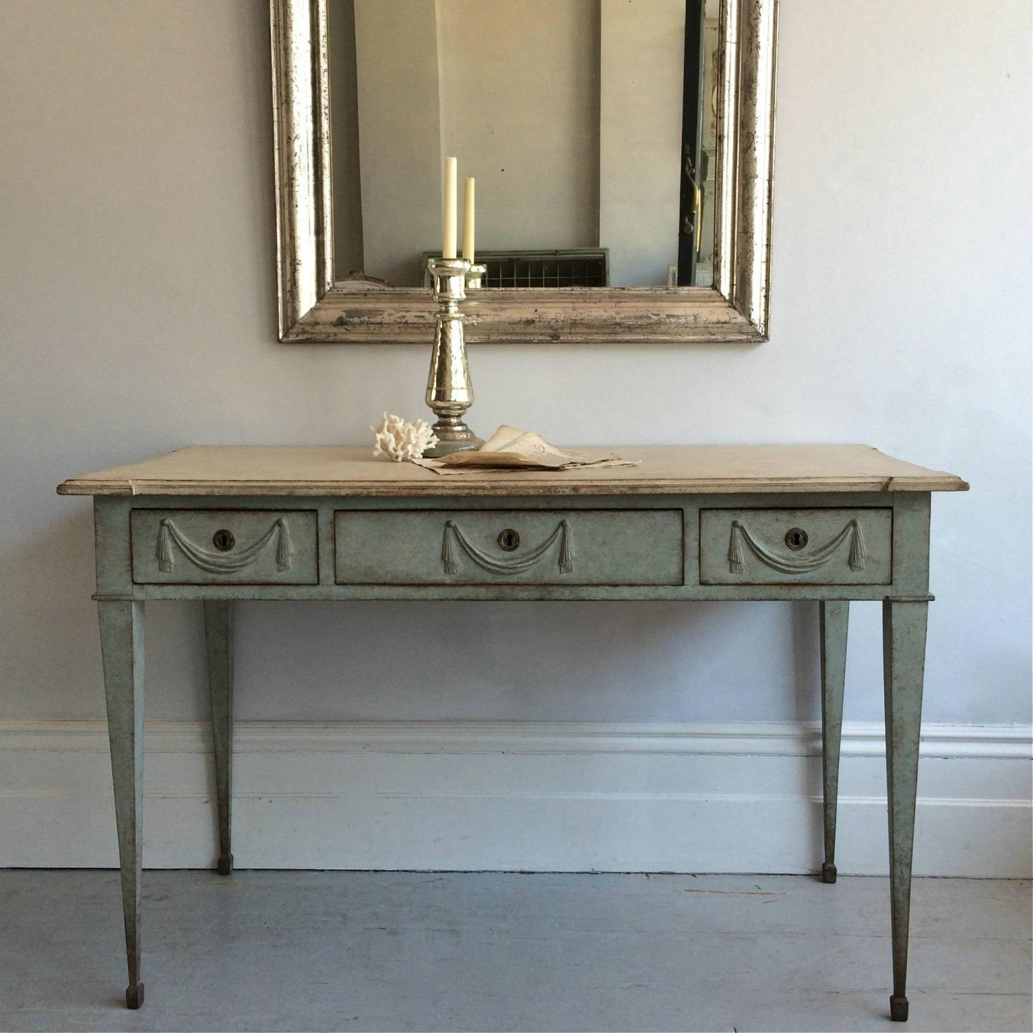 LATE 19TH CENTURY GUSTAVIAN STYLE TABLE OR DESK