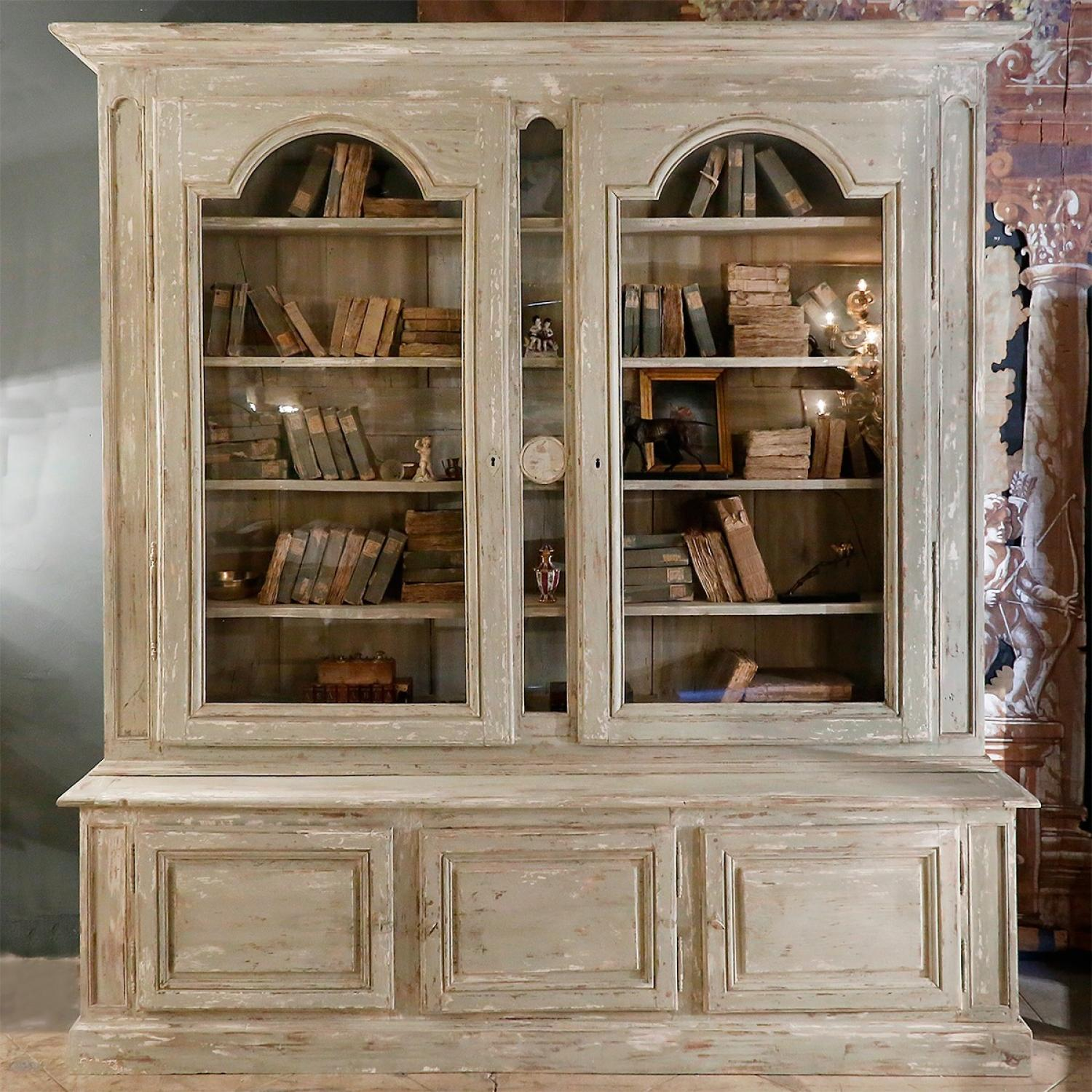 REMARKABLE 18TH CENTURY BIBLIOTHEQUE IN ORIGINAL PAINT