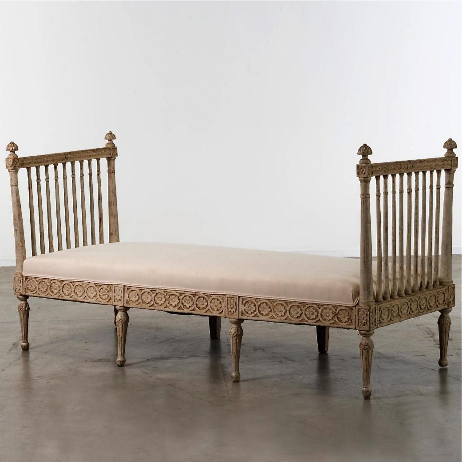 RICHLY CARVED SWEDISH GUSTAVIAN DAYBED