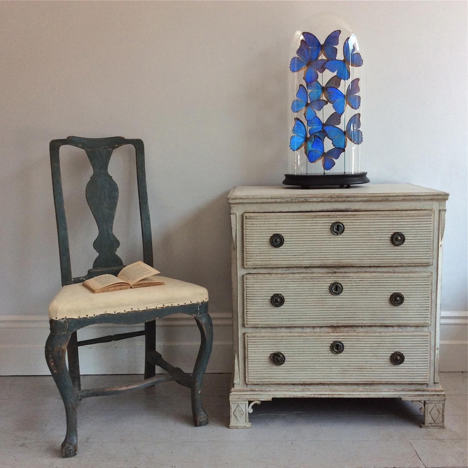 VERY RARE & RICHLY CARVED GUSTAVIAN BEDSIDE CHEST