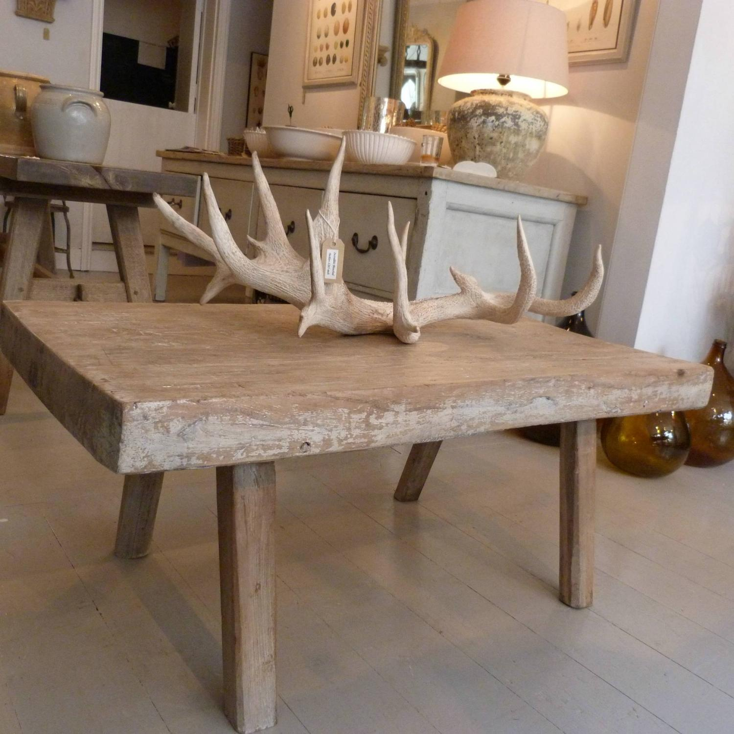 19TH CENTURY BLEACHED OAK PIG BENCH COFFEE TABLE