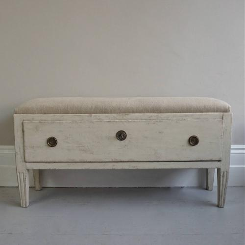 18TH CENTURY GUSTAVIAN BENCH WITH STORAGE