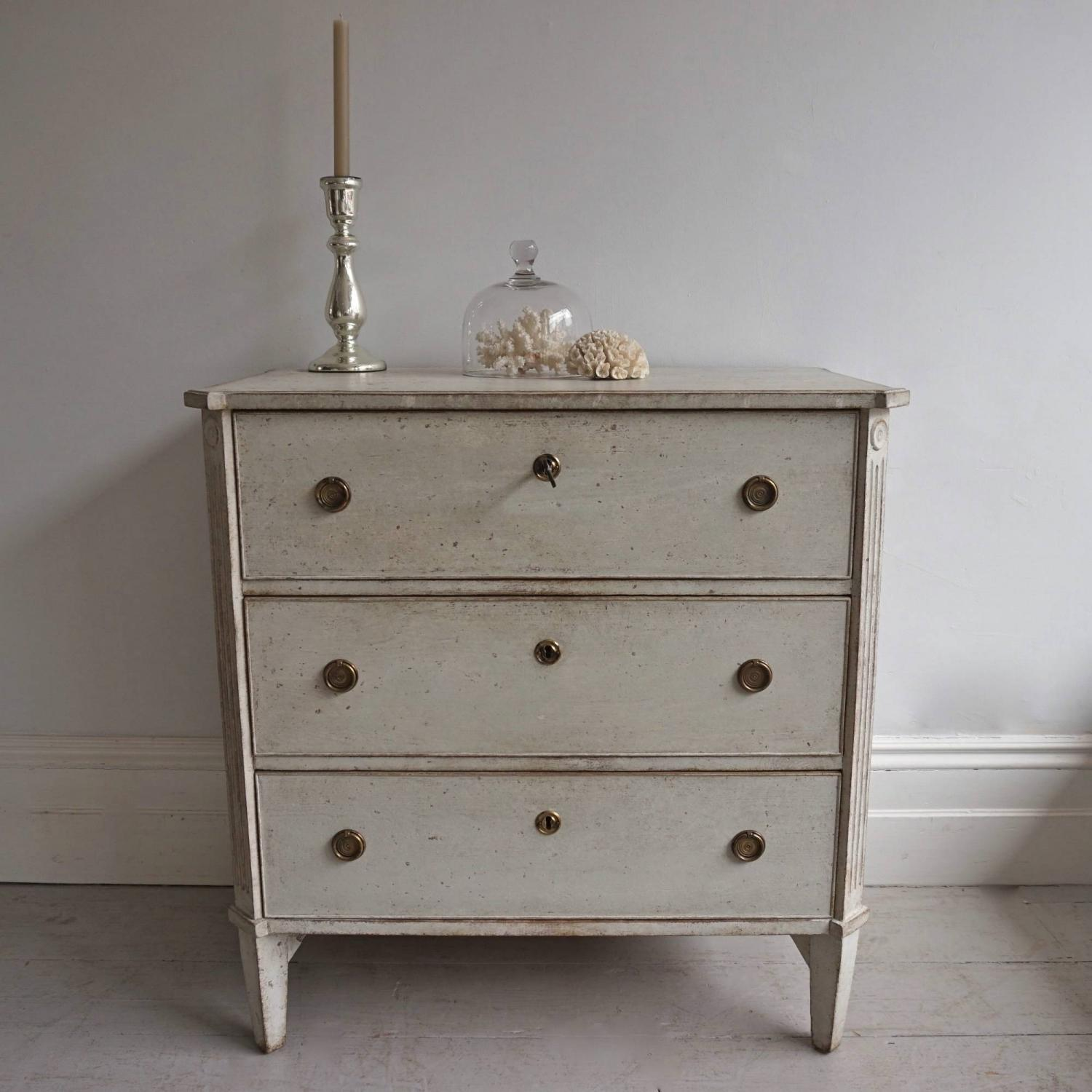 19TH CENTURY SWEDISH GUSTAVIAN STYLE CHEST