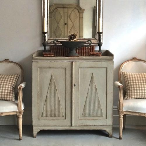 18TH CENTURY SWEDISH GUSTAVIAN SIDEBOARD