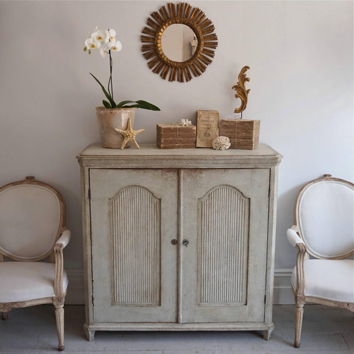 OUTSTANDING 19TH CENTURY GUSTAVIAN STYLE BUFFET