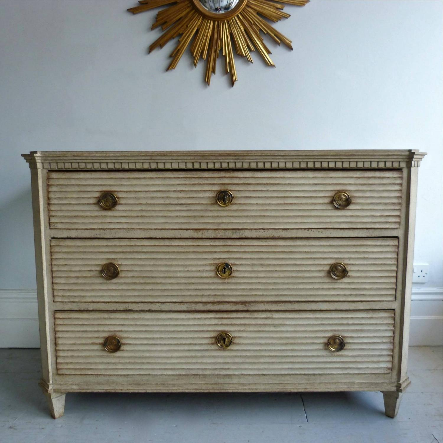 FINE SWEDISH GUSTAVIAN STYLE CHEST OF DRAWERS