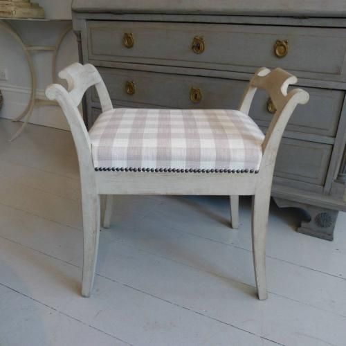 19TH CENTURY SWEDISH GUSTAVIAN STYLE STOOL