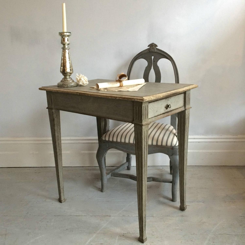 BEAUTIFUL MID 19TH CENTURY GUSTAVIAN STYLE SIDE TABLE
