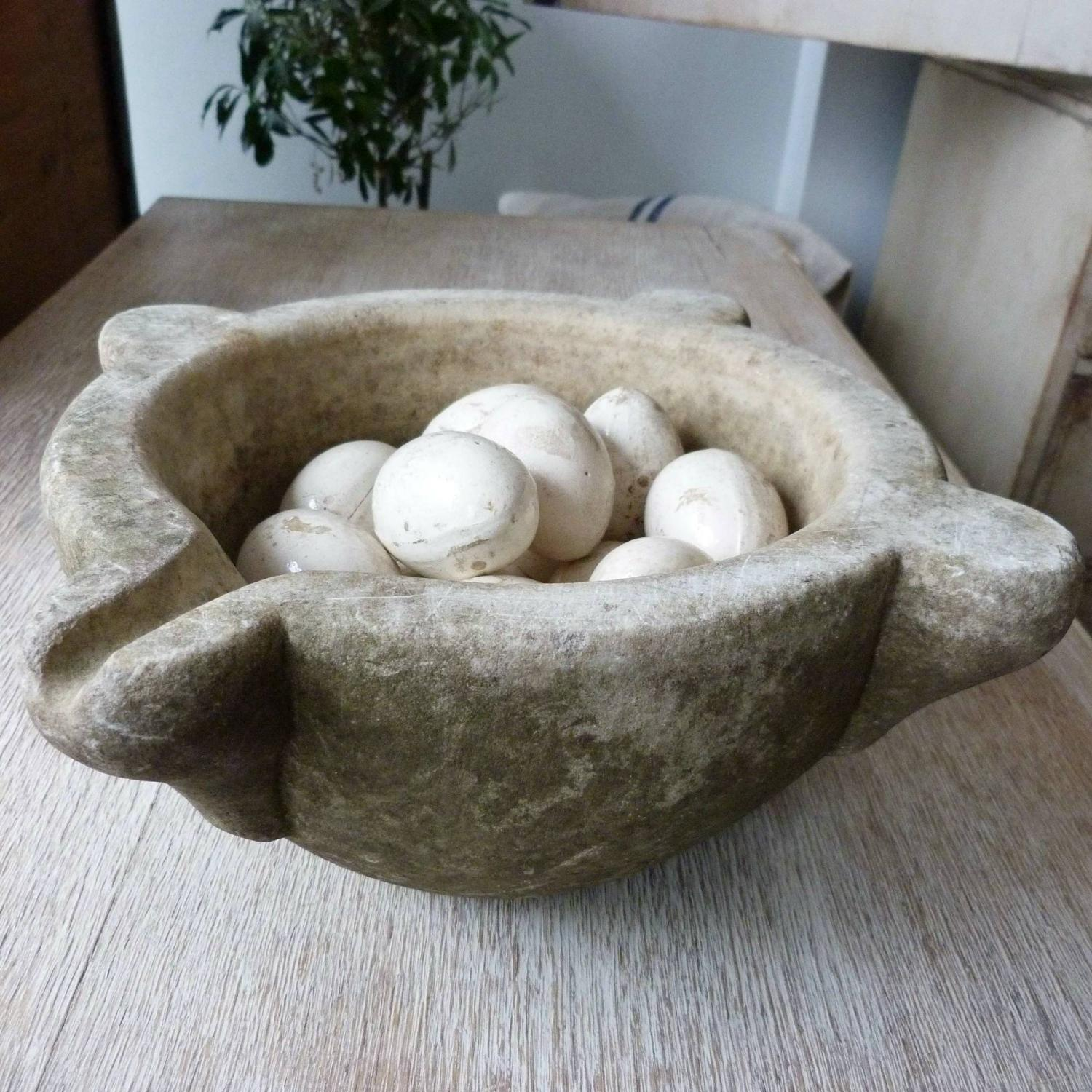 18TH CENTURY ITALIAN CARVED STONE MORTAR