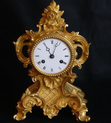 SMALL 19TH CENTURY PARISIAN ORMOLU MANTLE CLOCK