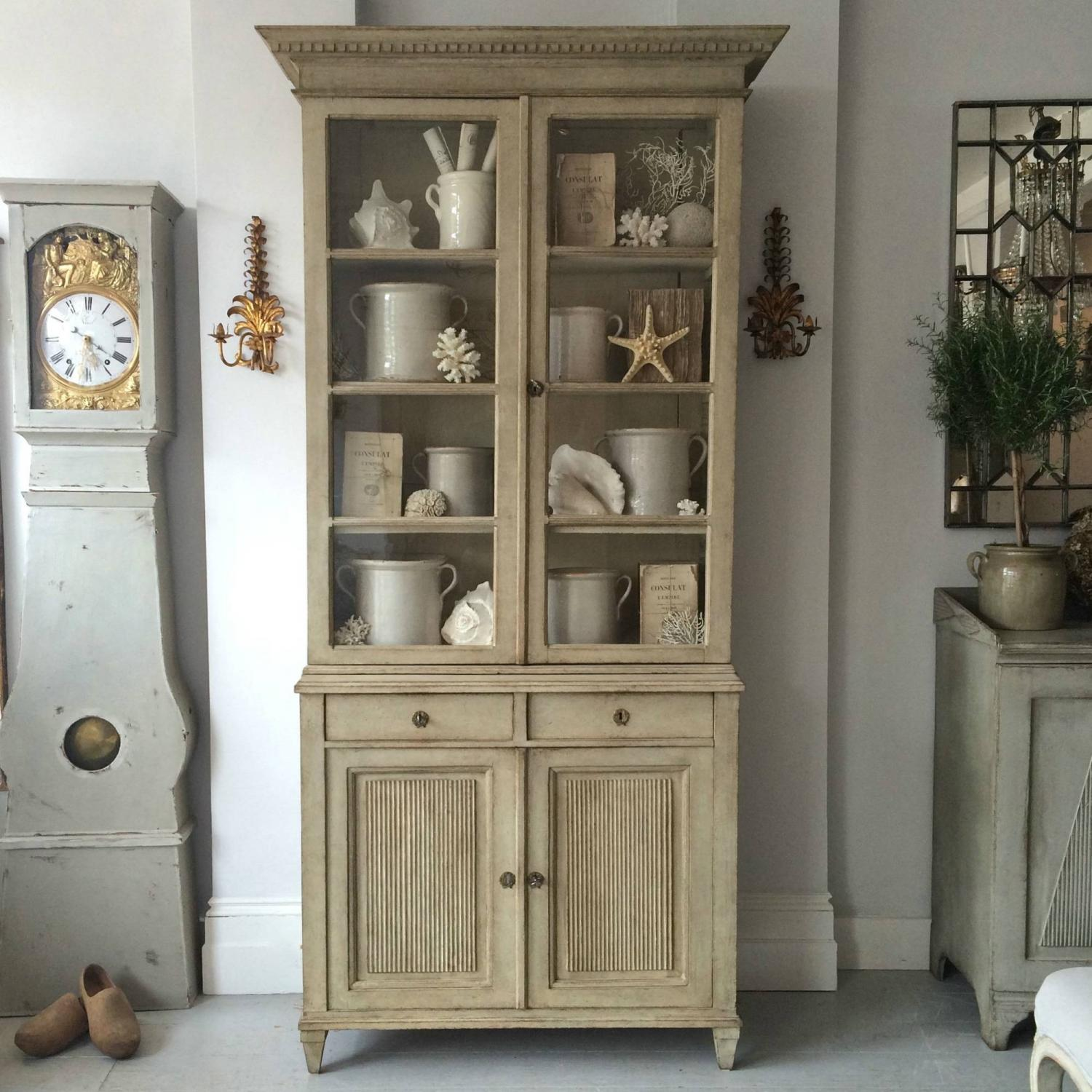 MAGNIFICENT TALL GUSTAVIAN STYLE VITRINE CABINET