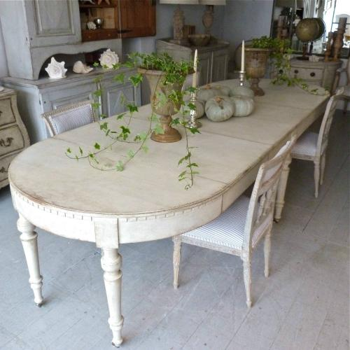 EXQUISITE 19TH CENTURY SWEDISH EXTENSION TABLE