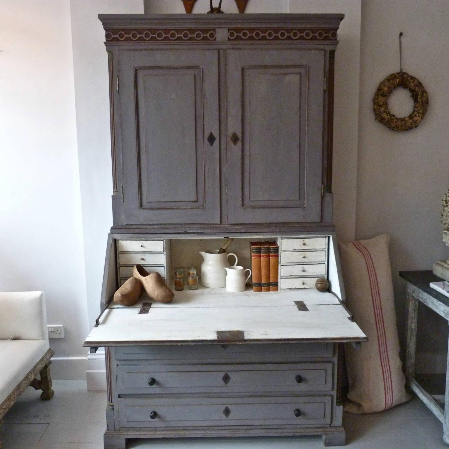 18TH CENTURY DANISH GUSTAVIAN SECRETAIRE