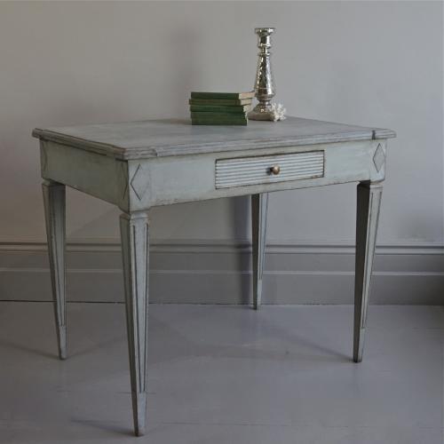 SWEDISH GUSTAVIAN STYLE SIDE TABLE
