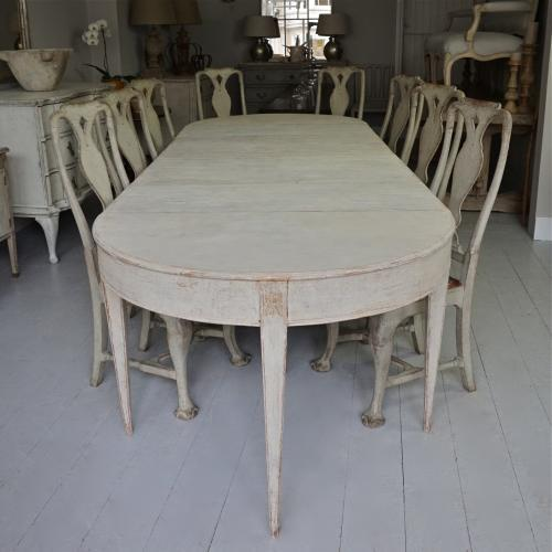 GUSTAVIAN PERIOD EXTENDING DINING TABLE