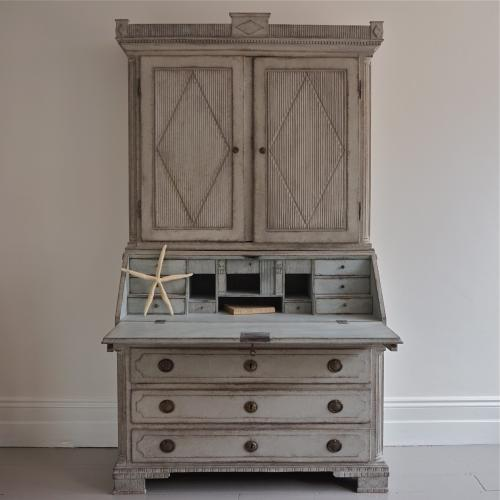 18TH CENTURY GUSTAVIAN PERIOD SECRETAIRE