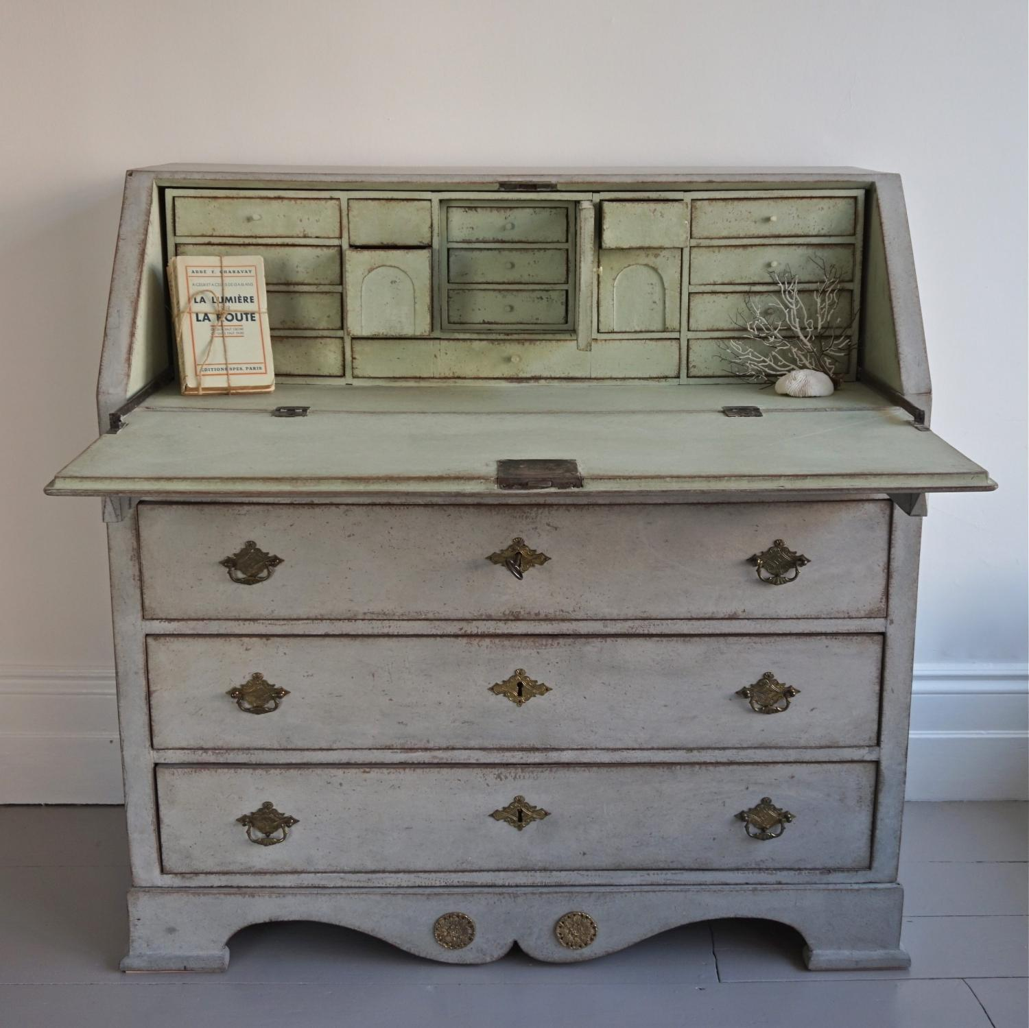 VERY FINE EARLY 19TH CENTURY SWEDISH BUREAU