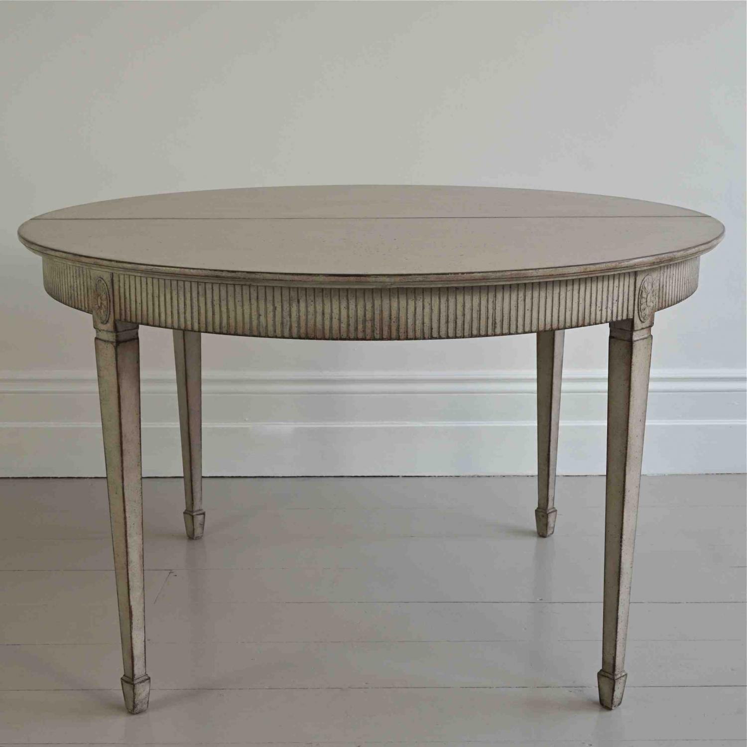 FINE GUSTAVIAN STYLE EXTENDING DINING TABLE