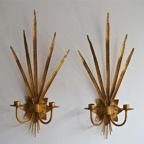 BEAUTIFUL PAIR OF GILDED METAL WALL SCONCES