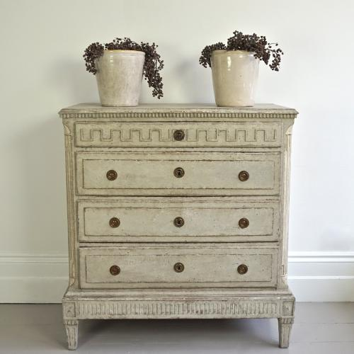 EXCEPTIONAL GUSTAVIAN PERIOD CHEST