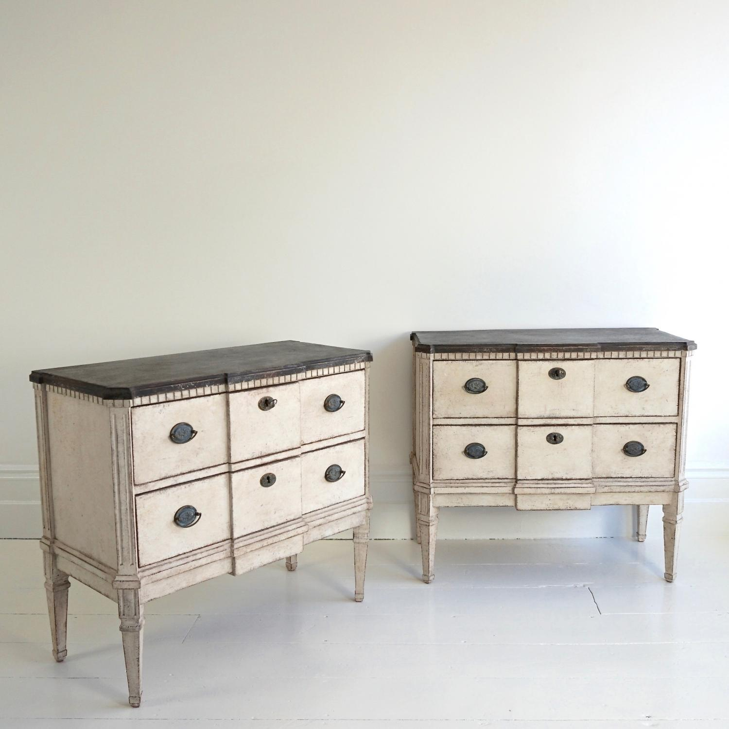 PAIR OF SWEDISH BREAKFRONT BEDSIDE CHESTS