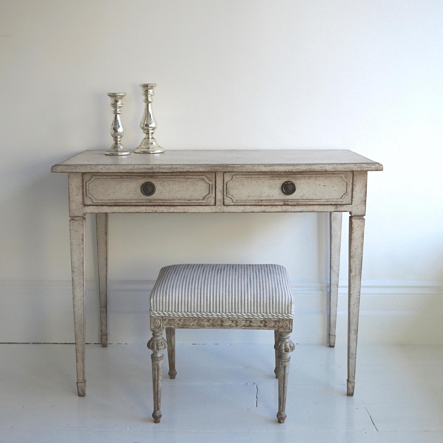 19th CENTURY SWEDISH GUSTAVIAN STYLE TABLE