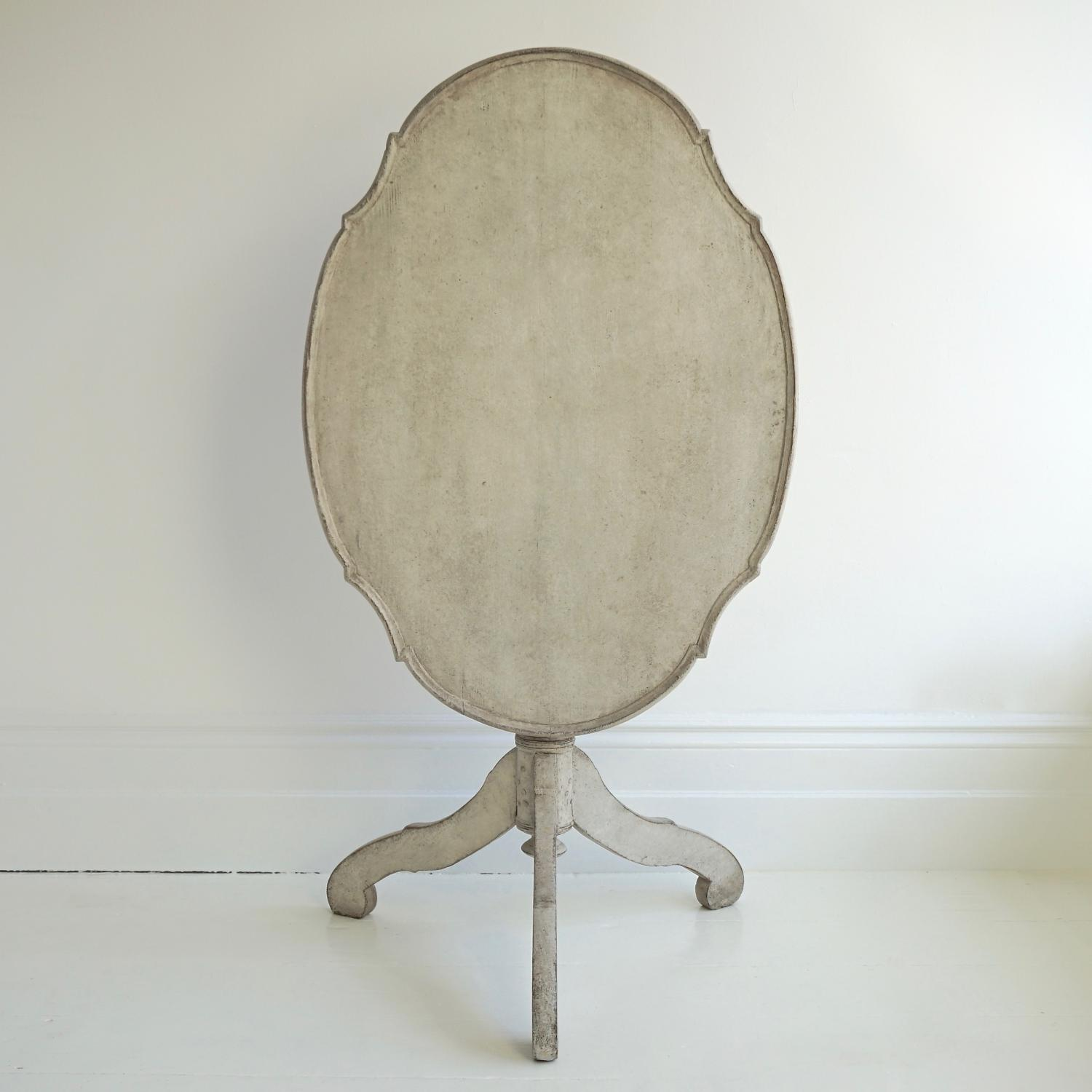 BEAUTIFUL ROCOCO TILT TOP TEA TABLE