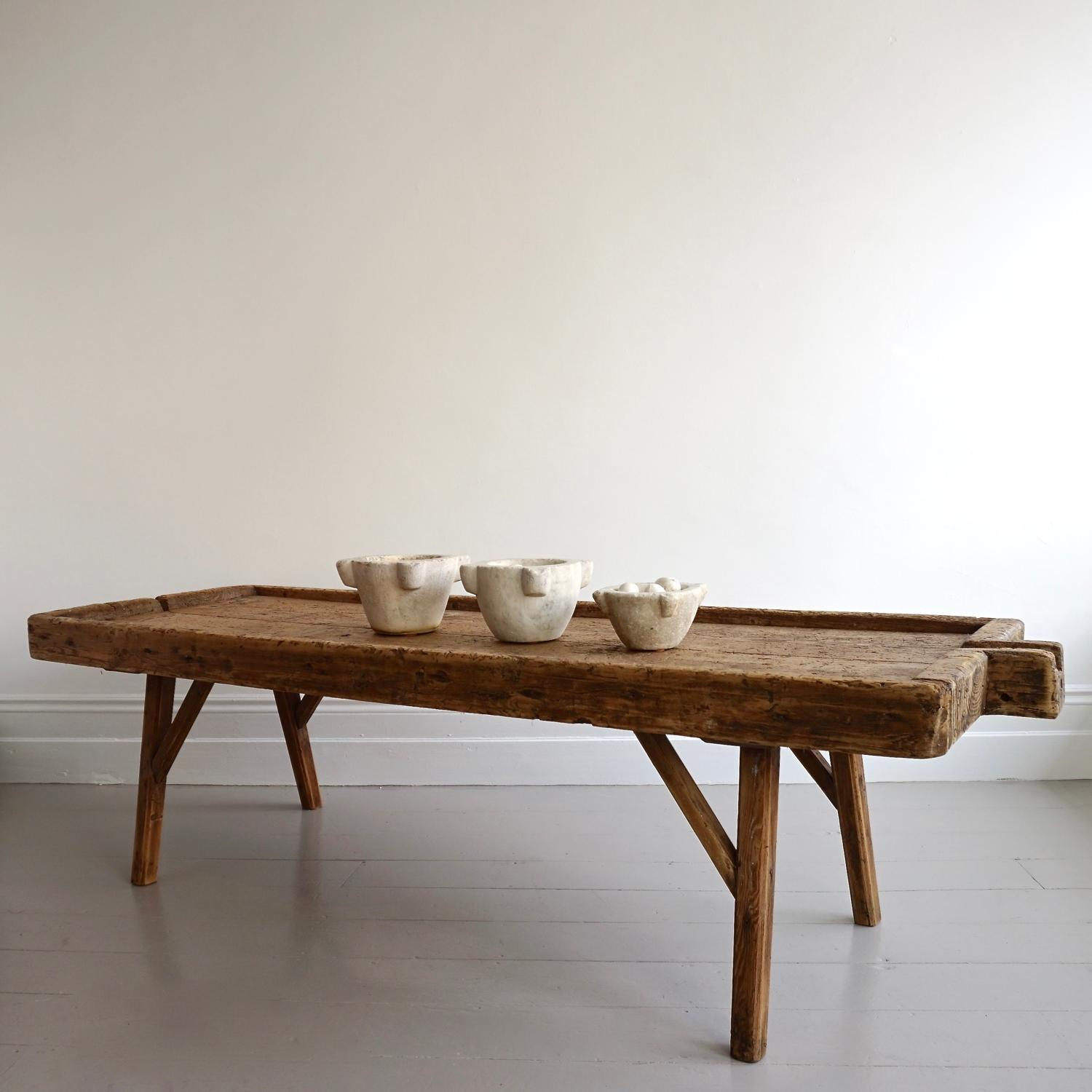 MONUMENTAL 18TH CENTURY ELM COFFEE TABLE