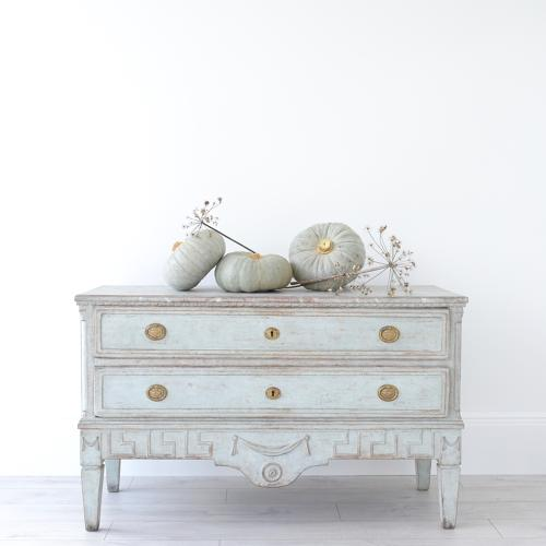 EXCEPTIONAL GUSTAVIAN ANTIQUE CHEST