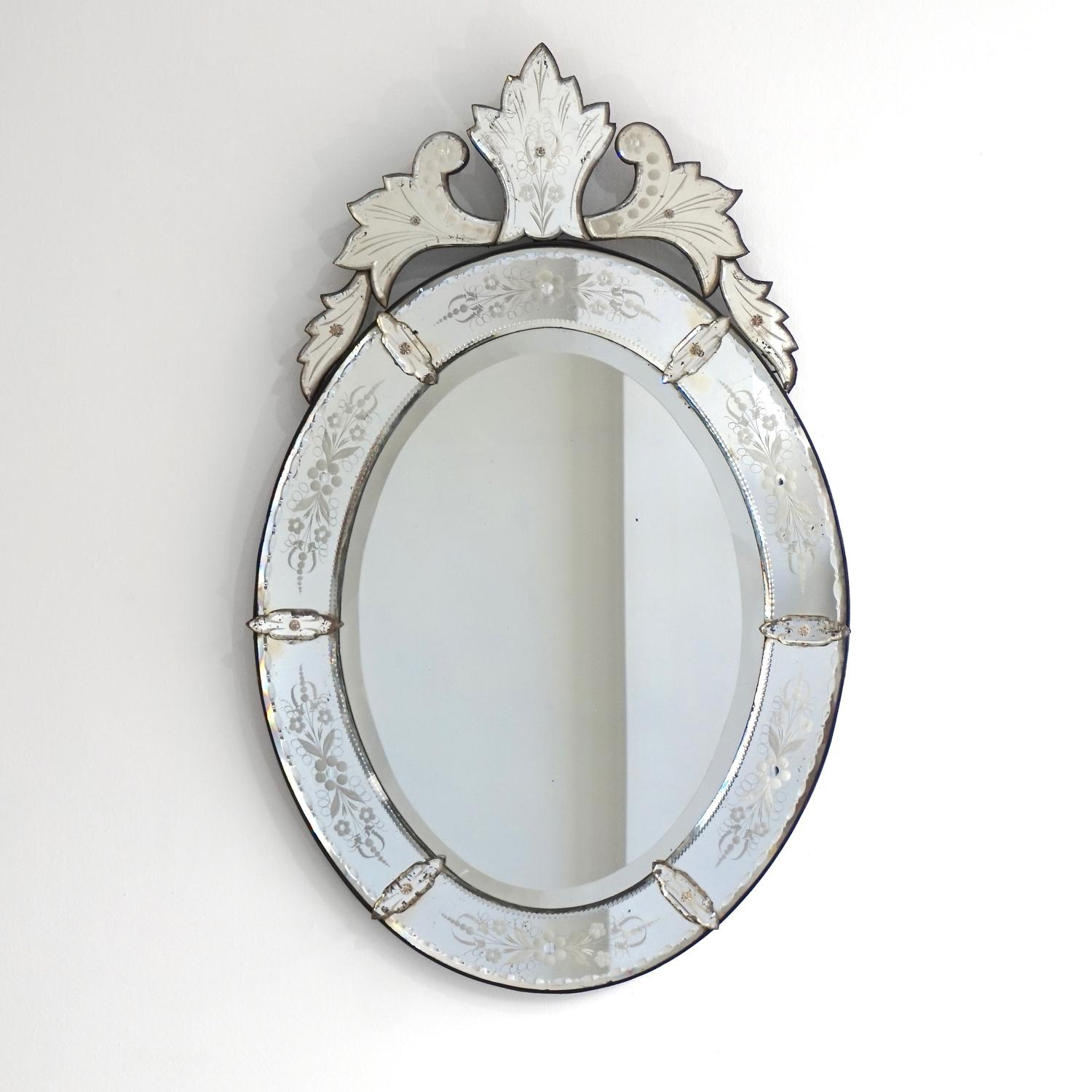 EXQUISITE 19TH CENTURY OVAL VENETIAN MIRROR