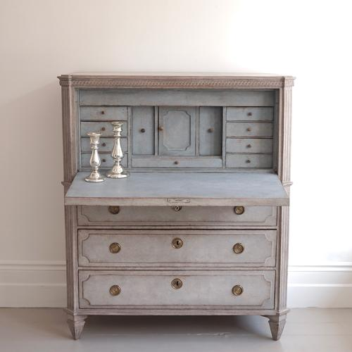 WONDERFUL 19TH CENTURY SWEDISH GUSTAVIAN BUREAU