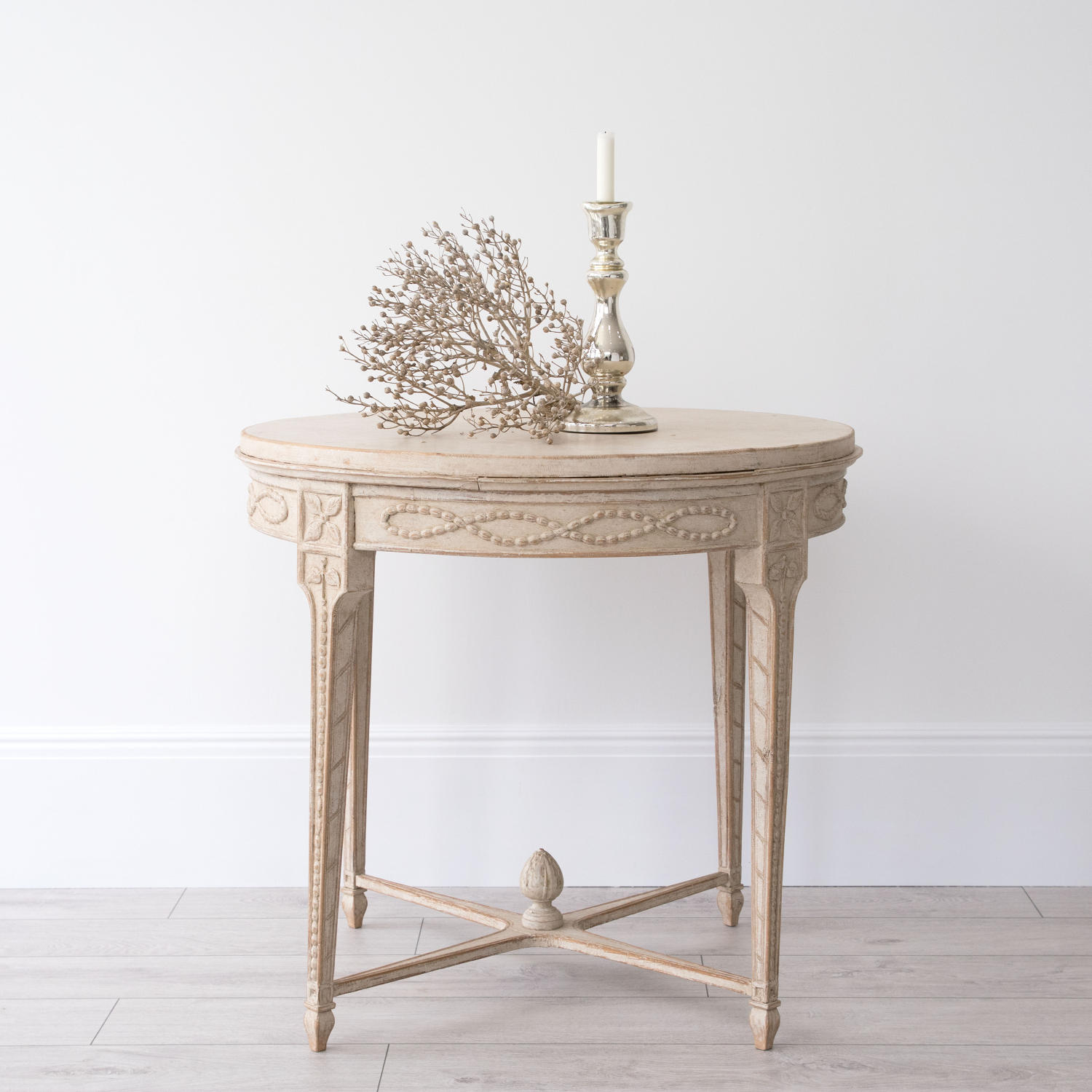 BEAUTIFUL SWEDISH GUSTAVIAN STYLE LAMP TABLE
