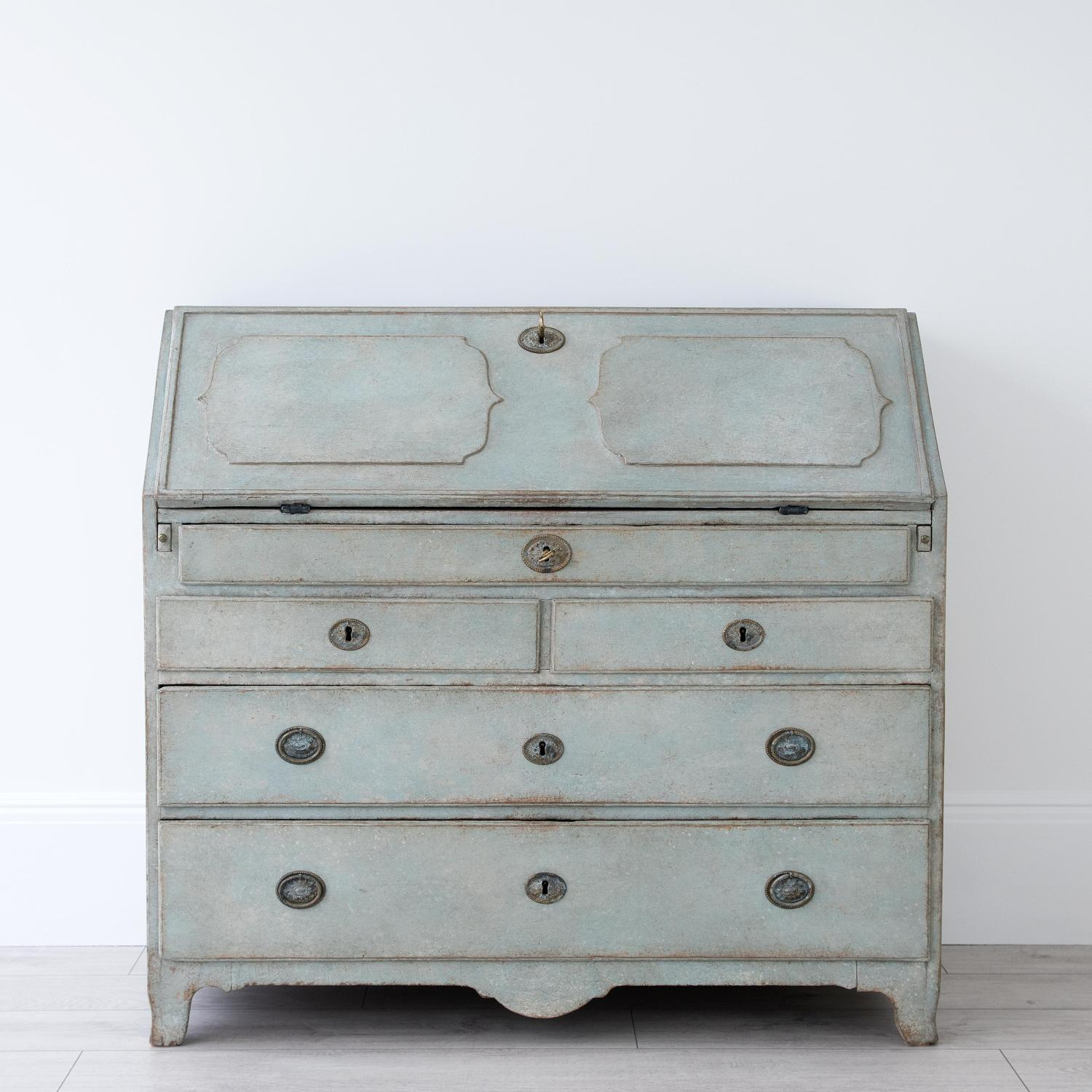 WONDERFUL EARLY 19TH CENTURY GUSTAVIAN BUREAU