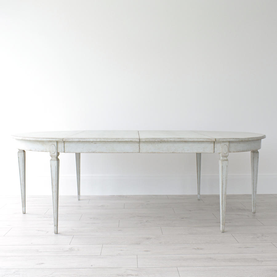 GUSTAVIAN EXTENSION TABLE