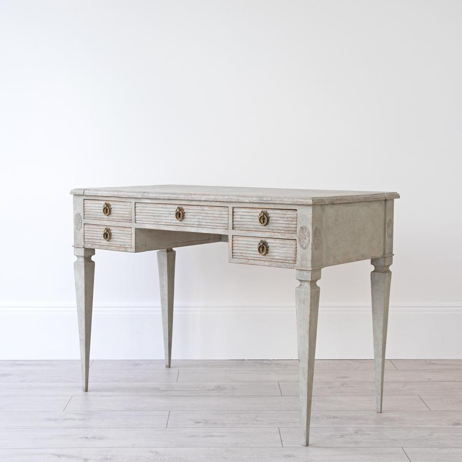 SWEDISH DRESSING TABLE
