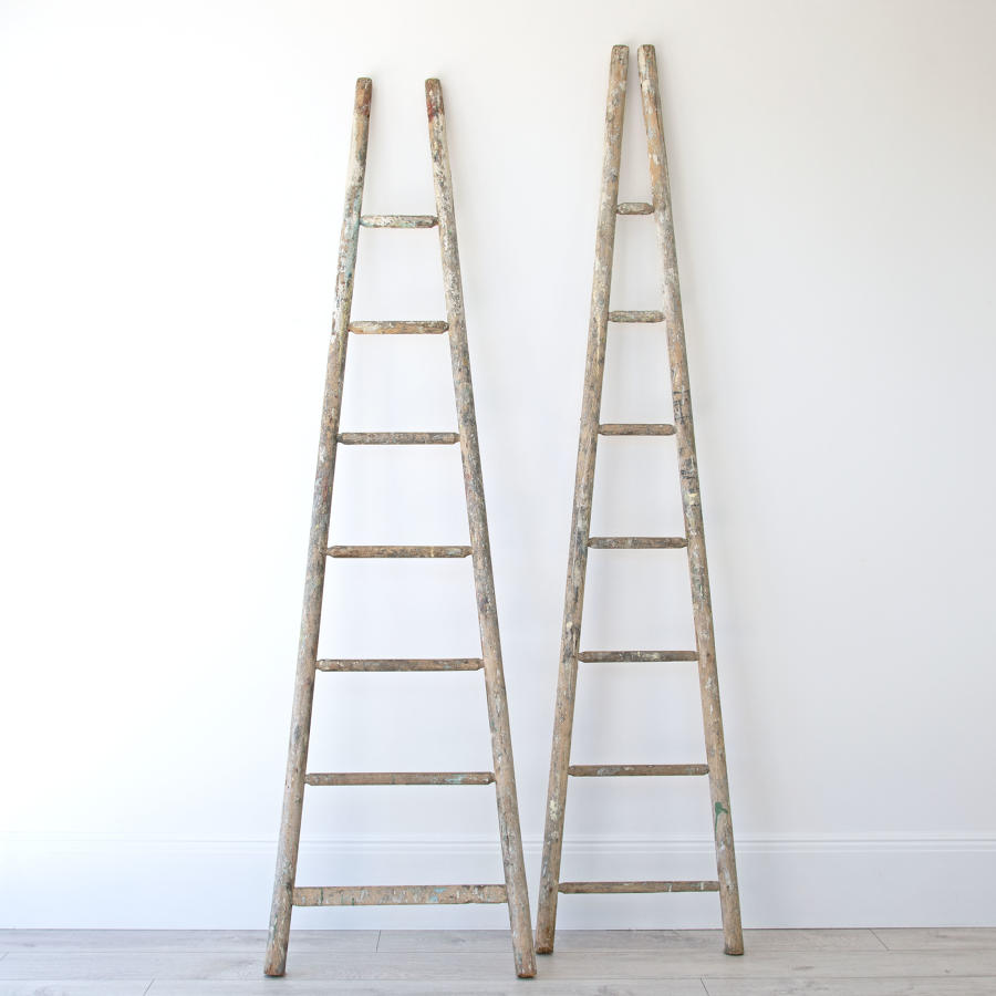 DECORATIVE APPLE LADDERS